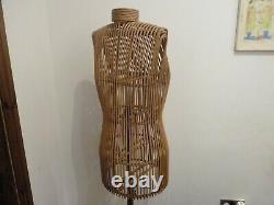 Superbe Mannequin Féminin Antique De Bois Plié Victorien, Mannequin De Tailleur Sur Le Stand
